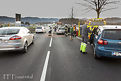 2016-03-30_AuffahrunfallBeiKreisverkehr